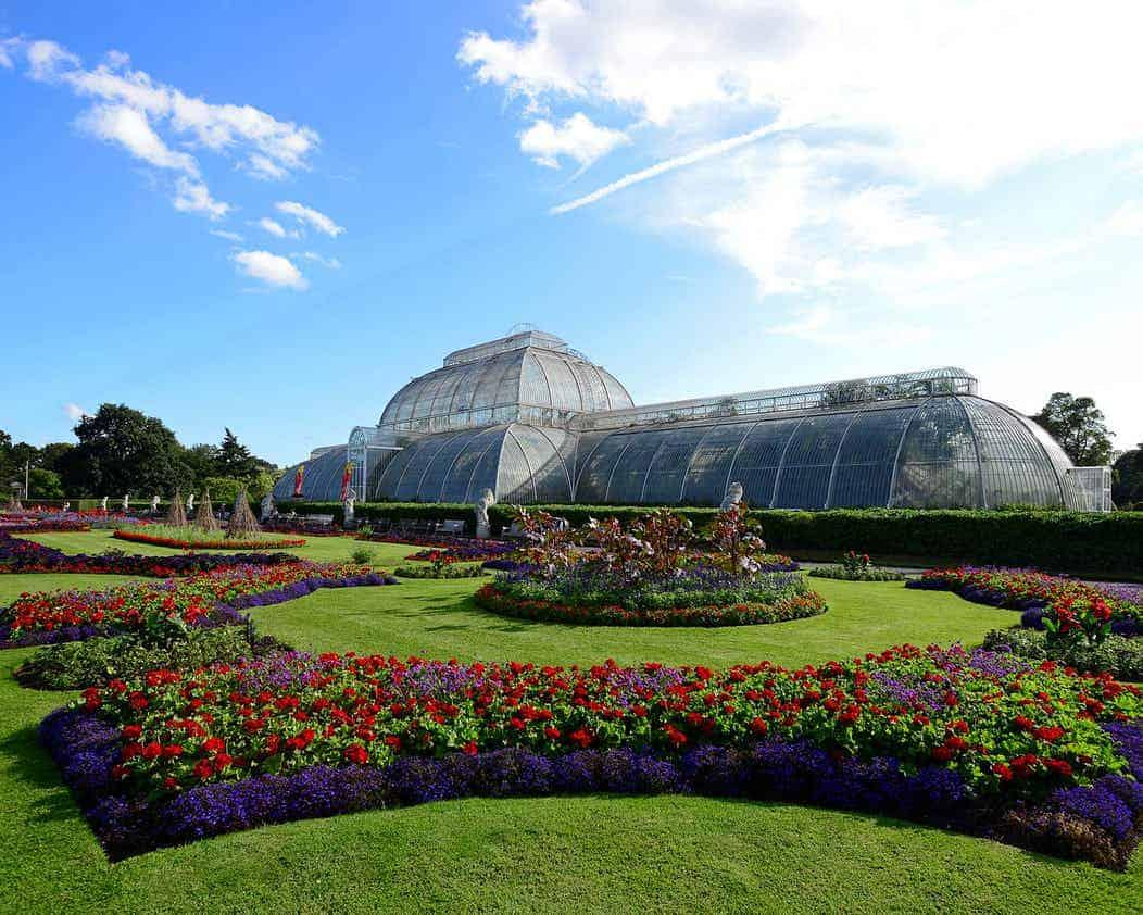 IELTS SIMULATOR FREE GENERAL TRAINING READING TEST SET 10 TASK 1 GT - Summer activities at London's Kew Gardens IELTS SIMULATION